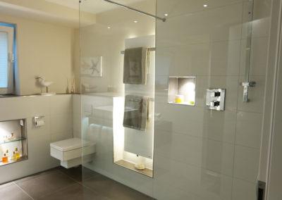Zertifizierte Badrenovierungen großzügige Dusche