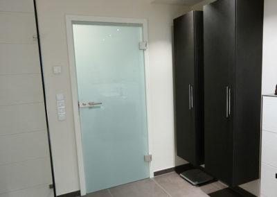 Zertifizierte Badrenovierungen Badezimmertür